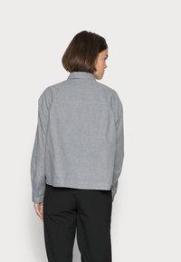 Marc O'Polo - BLOUSE LONG SLEEVE KENT COLLAR CROPPED - Button-down blouse - soft grey melange - 2