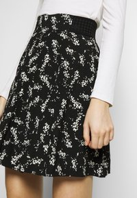 NAF NAF - KATHIOCHAINE - Mini skirts  - noir/ecru - 4
