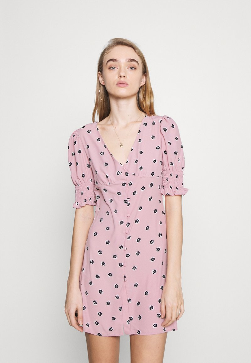 Glamorous - BUTTON FRONT MINI DRESSES WITH PUFF SLEEVES SMOCKED CUFFS - Skjortekjole - pink
