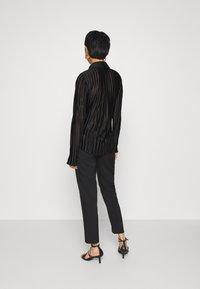 Who What Wear - PLISSE - Button-down blouse - black - 2