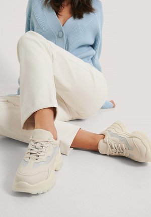 Trainers - off-white