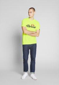 Ellesse - PRADO - Printtipaita - neon yellow - 1