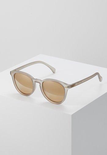 BANDWAGON - Sunglasses - matte stone