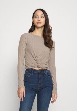 SOFT TWIST FRONT CROP - Long sleeved top - mink