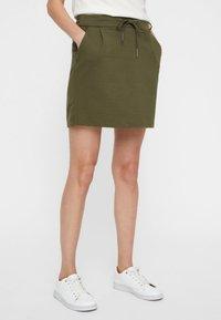Vero Moda - VMEVA SHORT SKIRT NOOS - A-line skirt - ivy green - 0