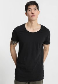 Jack & Jones - JJEBAS TEE - T-shirt - bas - black - 0