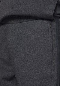 Under Armour - ACCELERATE OFF-PITCH JOGGER - Träningsbyxor - black - 5