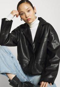 NA-KD - PATCH POCKET JACKET - Faux leather jacket - black - 3