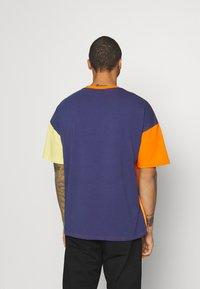 Hummel Hive - UNISEX - T-shirt imprimé - carrot - 2