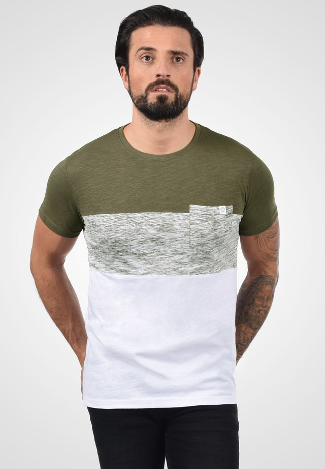 SINOR - T-shirt print - ivy green