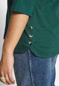 New Look Curves - SIDE BUTTON - Longsleeve - dark green - 5