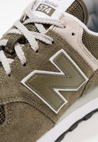 New Balance - ML574 - Sneakers - olive - 5
