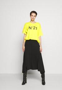N°21 - Print T-shirt - mimosa - 1