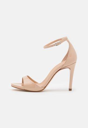YAGUE - Sandały - nude