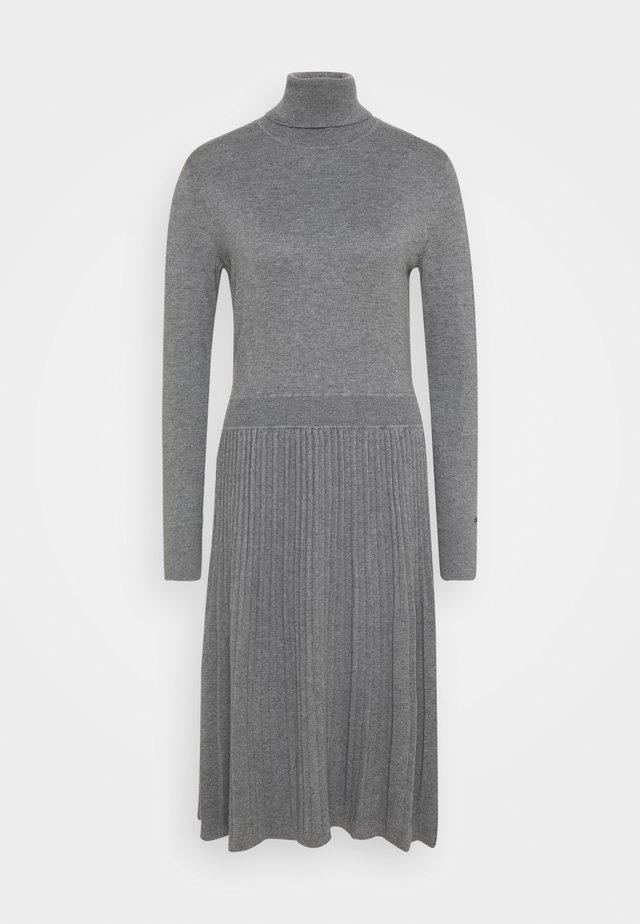 FLARE DRESS - Pletené šaty - mid grey heather