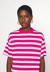 Trendyol - Print T-shirt - pink - 4