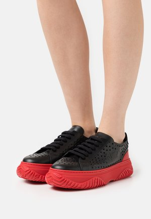 GYMNIC BONNIE - Trainers - black/red