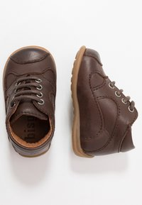 Bisgaard - CLASSIC PREWALKER - Baby shoes - brown - 0