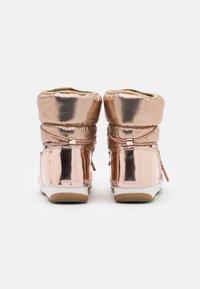Moon Boot - LOW MORITZ WP - Vinterstøvler - gold - 3