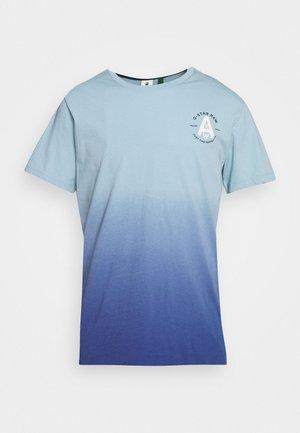 LOGO GR DIP DYE  - Print T-shirt - deep sky/thermen