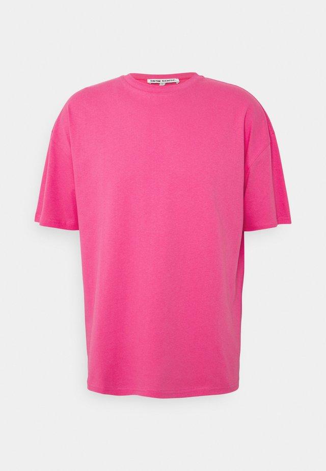 BUTTERFLY CLOUDS UNISEX - T-shirt print - azalea pink
