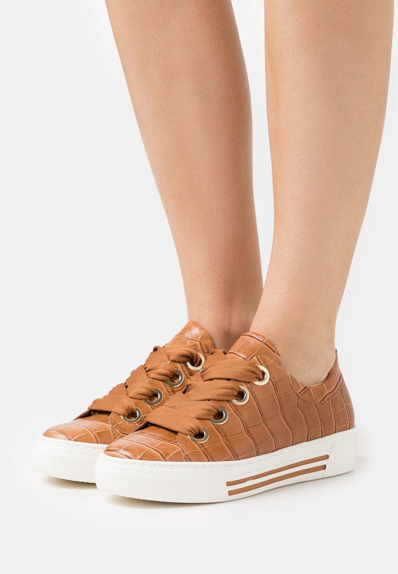 Gabor Comfort - Sneakers laag - cognac/gold
