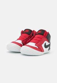 Jordan - 1 CRIB UNISEX - Basketball shoes - university red/black/white - 1