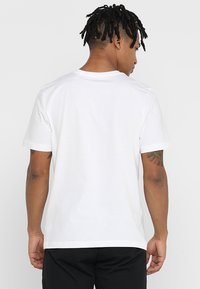 adidas Performance - LIN TEE - T-Shirt print - white/black - 2