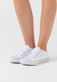 s.Oliver - LACE UP - Zapatillas - white - 0