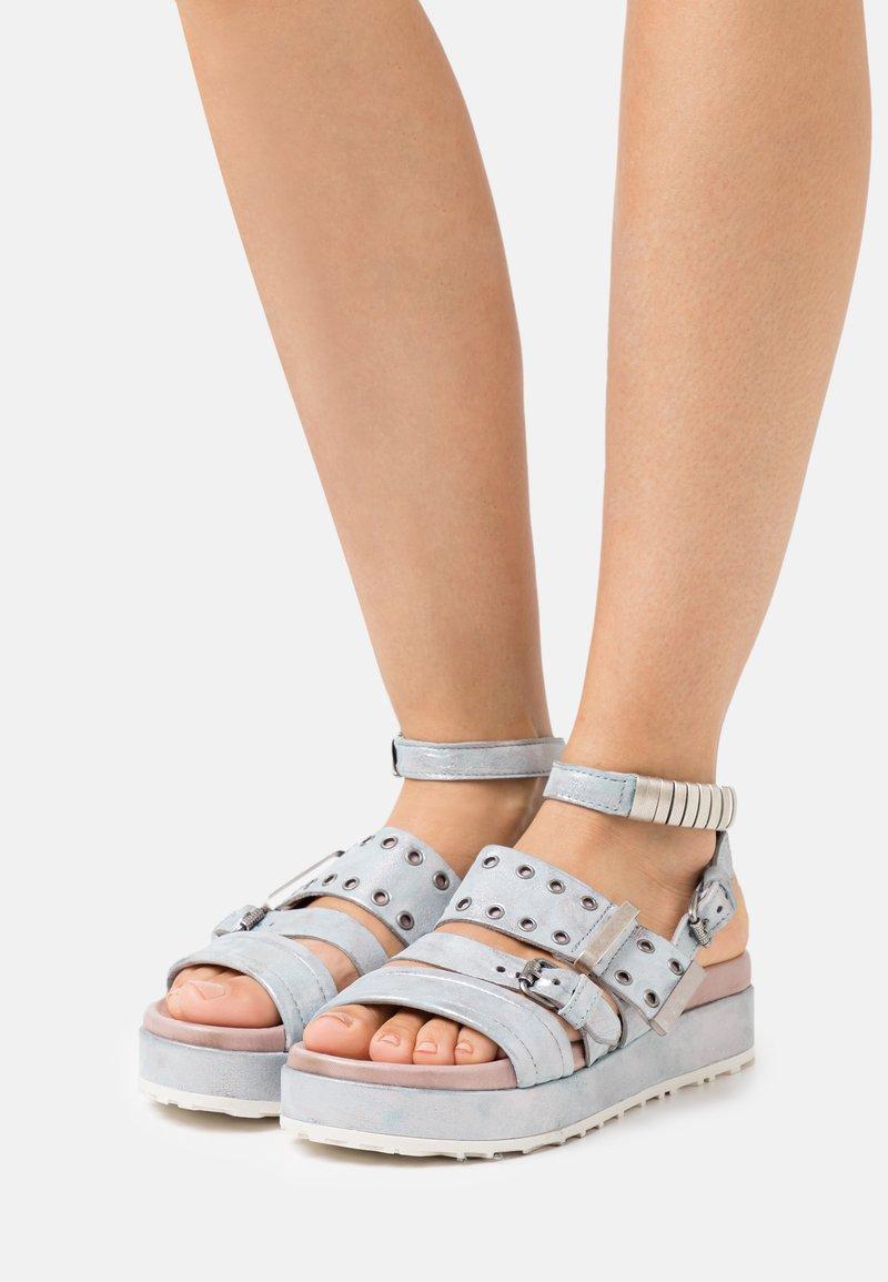 MJUS - MAY - Sandały na platformie - anice