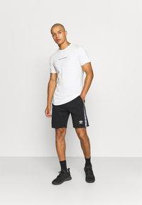 Umbro - TAPED SHORT LOOPBACK - Sports shorts - black - 1