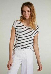 Oui - Print T-shirt - white blue - 0
