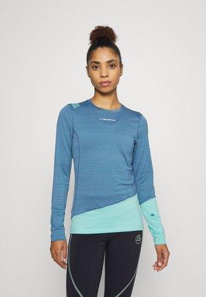 DASH LONG SLEEVE - Sports shirt - atlantic/aquarelle