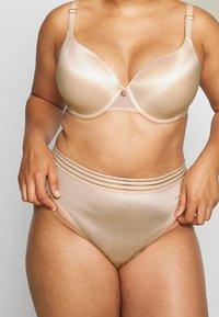 Ashley Graham Lingerie by Addition Elle - ESSENTIAL THONG - String - morganite - 0