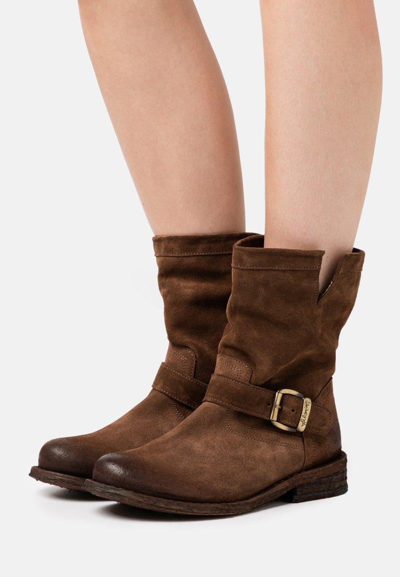 Felmini Wide Fit - GREDO - Cowboy/biker ankle boot - marvin brown