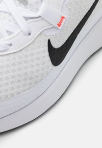 Nike Sportswear - REPOSTO - Sneakers - white/black/flash crimson/game royal/light smoke grey - 5