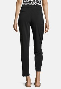 Betty & Co - SCHLUPFHOSE MIT ELASTISCHEM BUND - Tracksuit bottoms - schwarz - 2