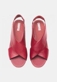 Camper - BALLOON - Sandály na klínu - red - 1