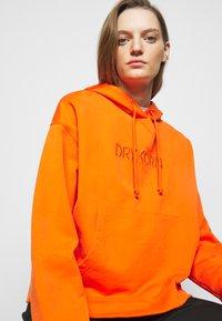 DRYKORN - ILMIE - Sweatshirt - orange - 3