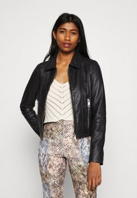 Vero Moda - VMMAPEL SHORT JACKET - Leather jacket - black - 0