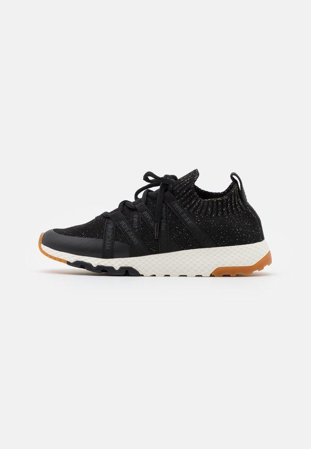 KOKO TAPES - Sneakers laag - black