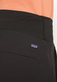 Patagonia - LINED HAPPY HIKE STUDIO PANTS - Friluftsbukser - black - 5