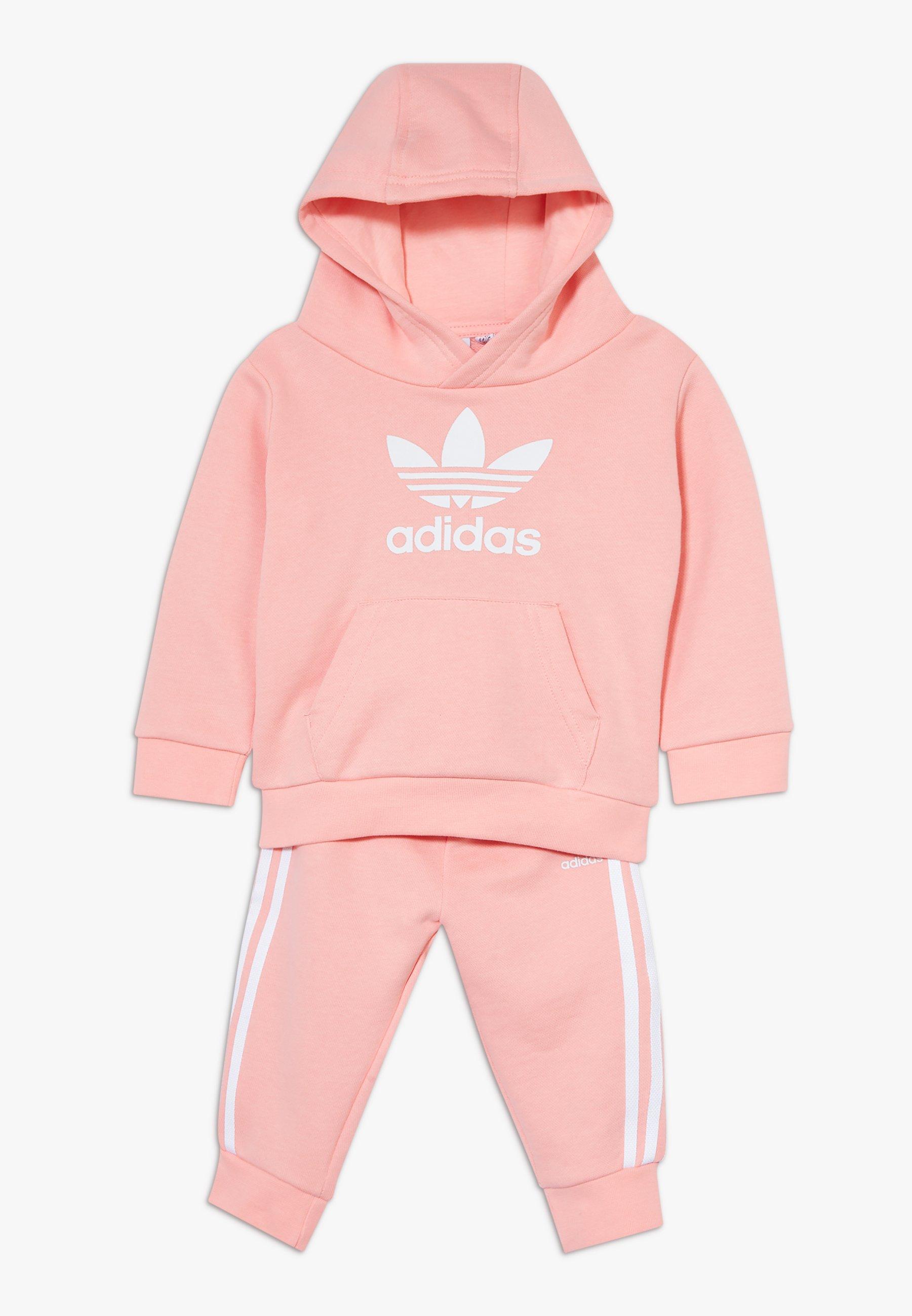 Große Förderung adidas Originals TREFOIL HOODIE SET - Trainingsanzug - glow pink/white | Damenbekleidung 2020