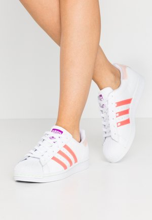 SUPERSTAR  - Zapatillas - footwear white/signal pink/shock pure