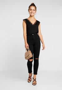 Missguided Petite - VICE HIGHWAISTED SLASH KNEE - Jeans Skinny Fit - black - 1