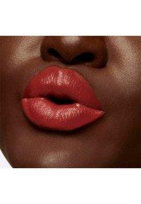 MAC - LOVE ME LIQUID LIPCOLOUR - Liquid lipstick - bated breath - 4