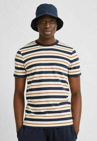 Selected Homme - T-shirt imprimé - sky captain - 4