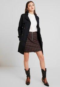Vero Moda - VMBRITTA SHORT SKIRT - A-line skirt - black/mahogany - 1