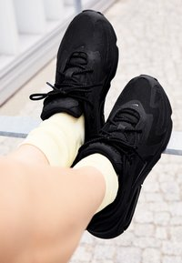 Nike Sportswear - AIR MAX 200 - Sneakers laag - black - 4