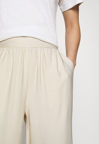 Even&Odd - Cropped wide leg trouser - Trousers - off white - 4